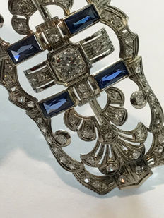 "Art Deco ""soap bar"" brooch – 18 kt white gold – diamonds and sapphires"