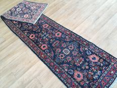 PersianSAROUGH rug – appro. 340 x 71 cm – Very good condition – With certificate