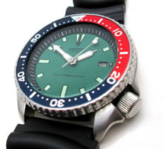 Seiko – Men's diver's watch with green dial