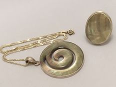 925 Silver pendant on a necklace and a ring with natural inlay - necklace length 50 cm
