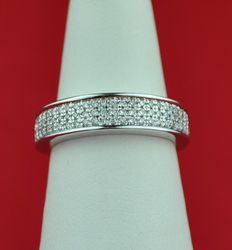 Diamonds (0.30ct) in Half-setting & 18 Karat White Gold Ring - E.U Size 49 resizable