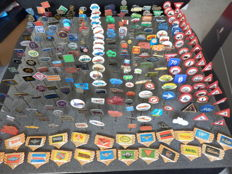 Large collection of 270 x automobile and transport pins Indian, Jaguar, Mercedes, BMW, Rover, Saab, Heinkel, Aston Martin and many others.