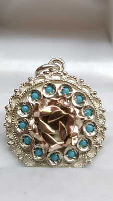 Pendant in 925 silver, rose in 585 yellow gold, set with turquoise paste – no reserve!