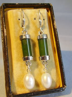 Silver earrings with green jade and white cultivated pearls, circa 1940