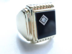 Men's ring 585 with onyx and diamond 0.02 ct - ring size 62