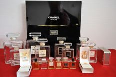 Chanel lot: 1 beauty case, 1 hallmarked silver-plated metal case, 8 empty flasks and 8 different miniatures.