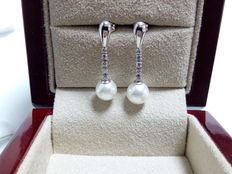 18 kt long gold earrings and pearl