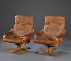 Danish furniture producers – set of 2 leather armchairs.