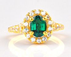 Majestic 18 Kt Yellow gold with natural emerald and brilliant diamonds - total 1.55 carats - Unworn