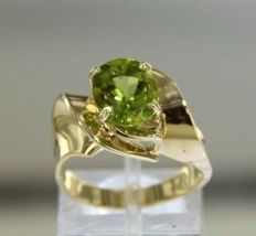 Solid gold 14 kt ring with peridot - size 54.5.