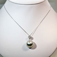 Baroque South Sea pearl, Ø 16 x 18.5 mm - 750 white gold necklace with diamonds, 0.21 ct