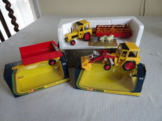 Corgi Toys - Scale 1/43 - MF 50B Tractor with Shovel No.54, Tipper Trailer No.56 and Gift Set 5 Country Farm Set Massey-Ferguson MF50B with Trailer