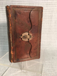 Bible from 1884 with gold lock / Dutch