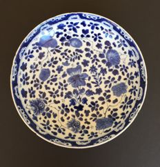 Deep porcelain plate - China - around 1700