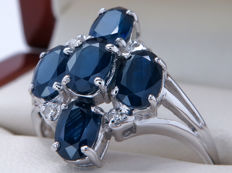 Whit gold cocktail ring with diamonds & sapphire, 2.19 kt in total, ring size 18.25 mm.