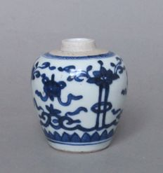 A ginger jar of porcelain - China - 18th century.