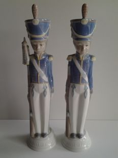 2 rare large Lladro soldiers