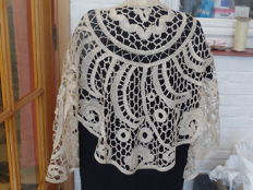 Large curtain board or shawl in Bruges bobbin lace.