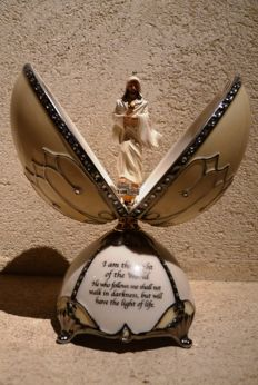 "Ardleigh Elliott - Collection ""The Christ"" musical egg in Porcelain, Rhinestones and gold - 17 cm / 300 gr"