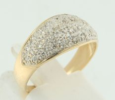 18 kt bi-colour gold ring set with brilliant cut diamonds, approximately 0.15 carat in total, ring size 18 (57)