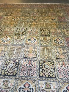Beautiful hand knotted KASJMIR SILK/GHOM with vegetal colours! Approx. 150 x 208 - free shipment in Europe!