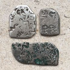 India – Maurya dynasty – approx. 322/185 B.C. – 3 Karshapana coins with various markings (3)