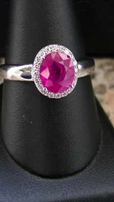 Ruby ring beautiful red / 2.00ct 20 brilliants 0.20ct gold 750