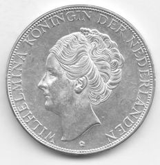The Netherlands - 2½ guilders 1938b (type with coarse hair) Wilhelmina - silver
