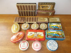 Collection with 19 old chocolate tins - Mid 20th century