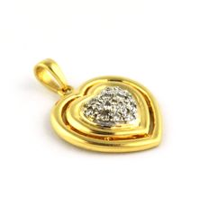 18K Yellow Gold Heart Shaped Pendant with 12 Diamonds (total +/-0.15ct I / VSSI)  - Size 20 x 14mm - ***no reserve***
