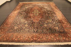Magnificent hand-knotted silk carpet, Kashmir silk Qom, natural silk, 244 x 332 cm, made in Kashmir around 2000