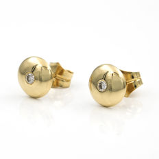 18 kt (750/1000) yellow gold – Round-shaped stud earrings – Diamonds of 0.15 ct – Earrings diameter: 9.50 mm (approx.).