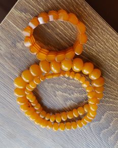 Set of vintage egg yolk Baltic Amber necklace & bracelet, weight 75.7 gr + 29,5 grams