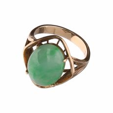 14 kt yellow gold vintage ring set with jade, ring size 17