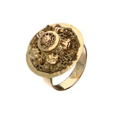 14 kt Antique yellow gold ring with filigree work and accents in red gold