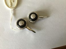 White gold cufflinks (18 kt / 750) with onyx and diamonds  (0.10 ct)