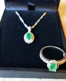 Elegant 925 sterling silver ring set with chain and pendant, with real Brazilian emerald and white sapphires.