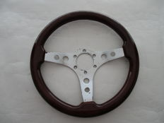 Wooden steering wheel for (modern) classic car