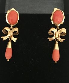 18 kt (750/1000) yellow gold coral earrings - diameter 7.80mm (approx.).