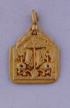 Antique pendant in 22 kt gold from the beginning of the 1900s with Vishnu feet – Indian