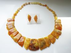 Natural egg yolk coloured Baltic Amber necklace and leaf shaped carved earrings, 28gr