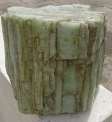 Green beryl - 173x171x84 mm - 5237 grams