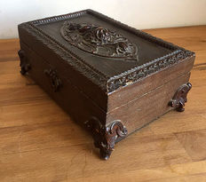 Very beautifully carved box from the Black Forest - 19th century - Germany