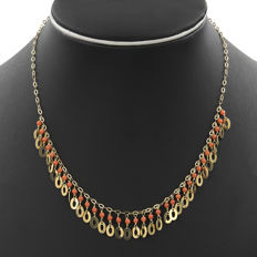 Yellow gold, 18 kt/750 – Pacific Coral – Chain length: 42 cm