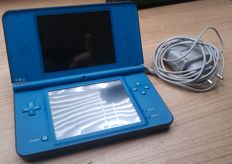 Nintendo DSI XL Blue with charger. incl 16 DS Games.