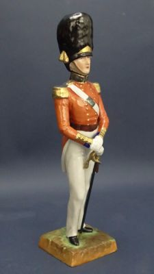 Carl Thieme Manufacture (1816-1884) - Sculpture depicting English Grenadier Officer of 1840