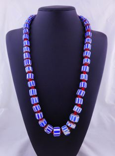 Indian glass necklace – Chevron.