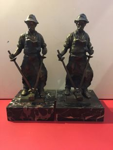 Lot of 2 bronze statuettes of a blacksmith on marble base
