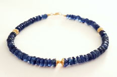 Bracelet made of faceted sapphire beads with 14 kt gold clasp and 14 kt divider beads