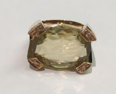 Ring in 18 kt/750 rose gold with oval cut peridot and 0.05 ct in diamonds – size 14